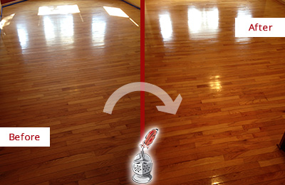 Before and After Picture of a Middletown Wood Deep Cleaning Service on a Room Floor to Remove Scratches
